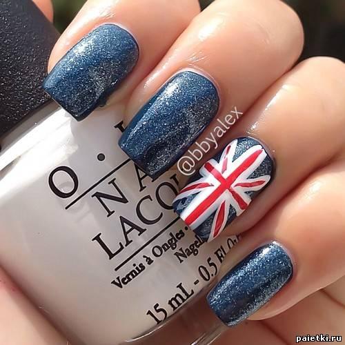 Синий лак на ногтях и британский флаг
