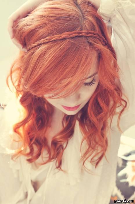 Рыжие волосы с вплетенной косичкой