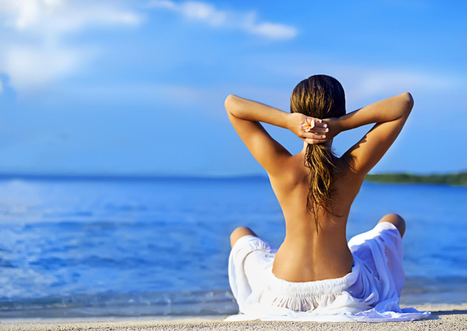 Фото со спины девушка в купальнике » Лучшие фото